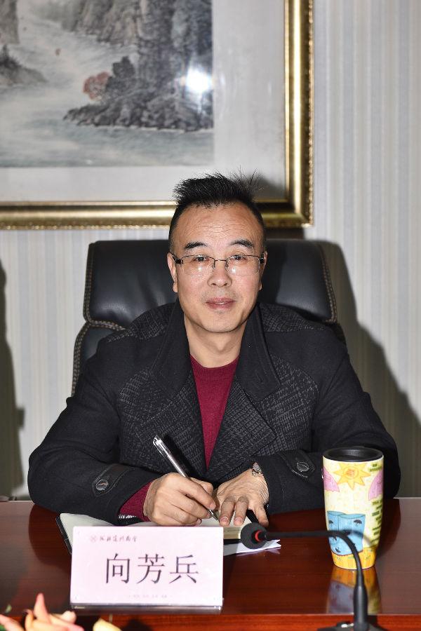 中共成都龙8娱乐客户端商会直属单位党支部书记向芳兵.jpg